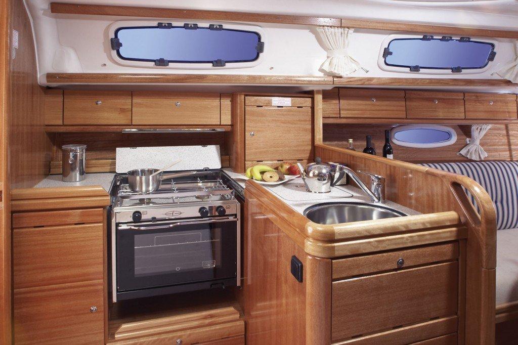 innen Bavaria 33 Cruiser