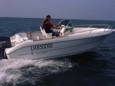 location bateau Cap Camarat 615
