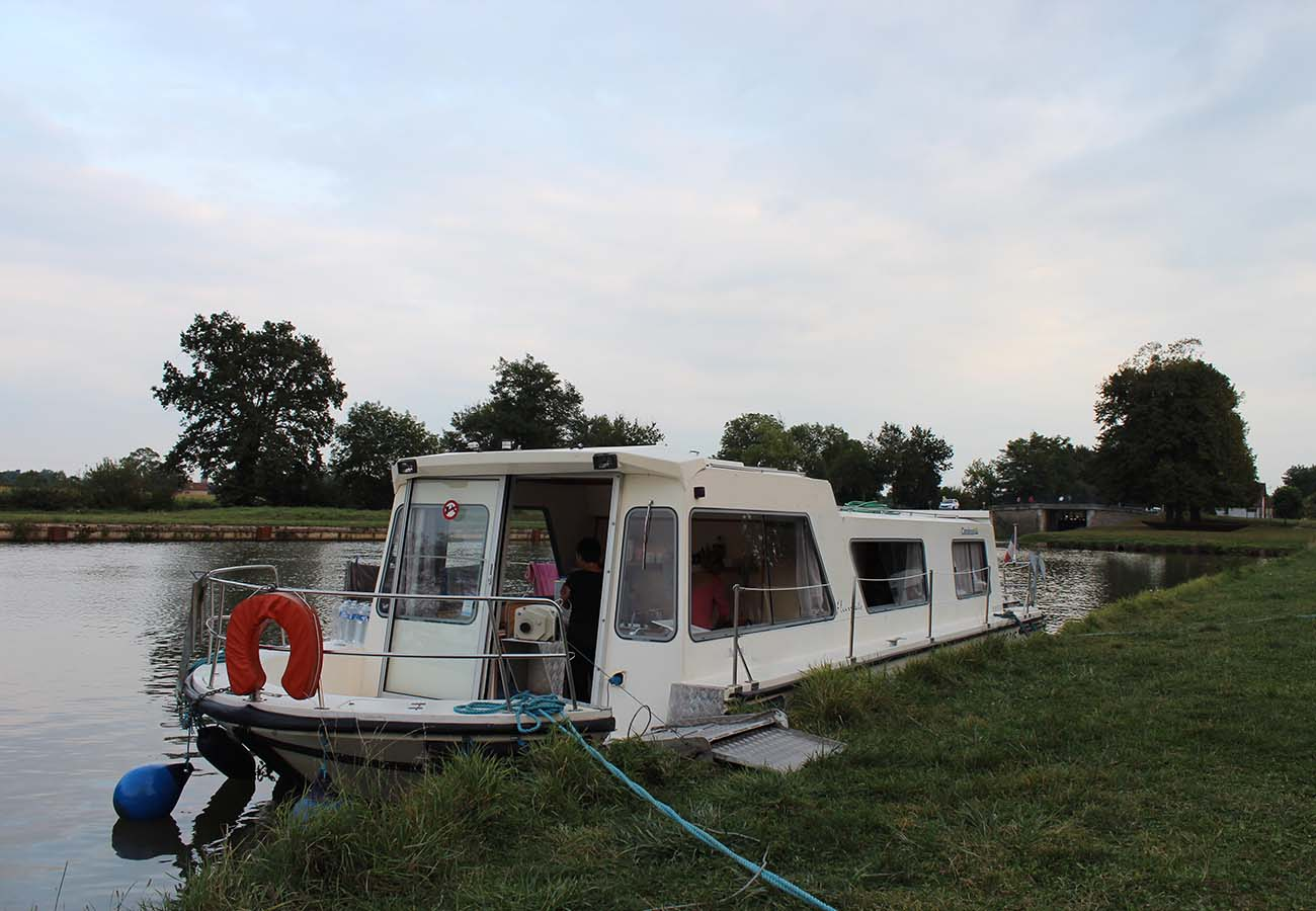 location bateau Espade 1230 Handy