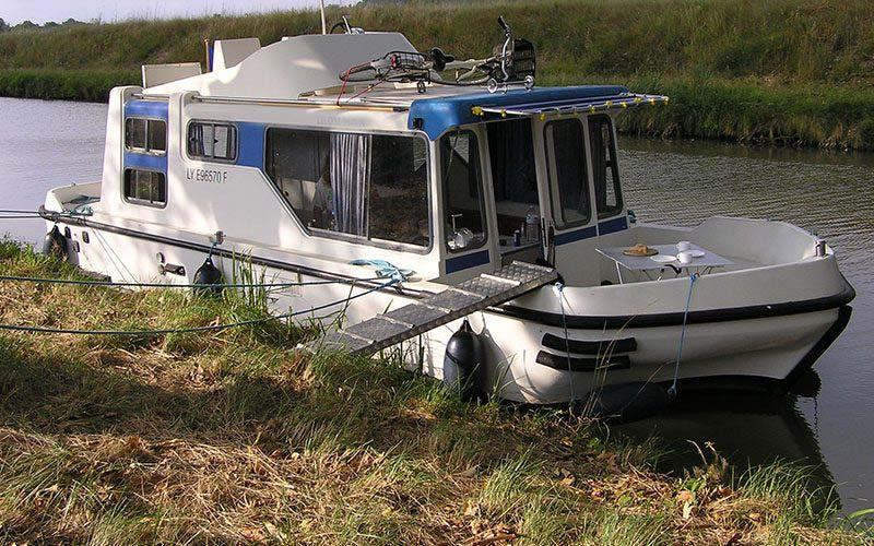 location bateau Espade 850 Fly