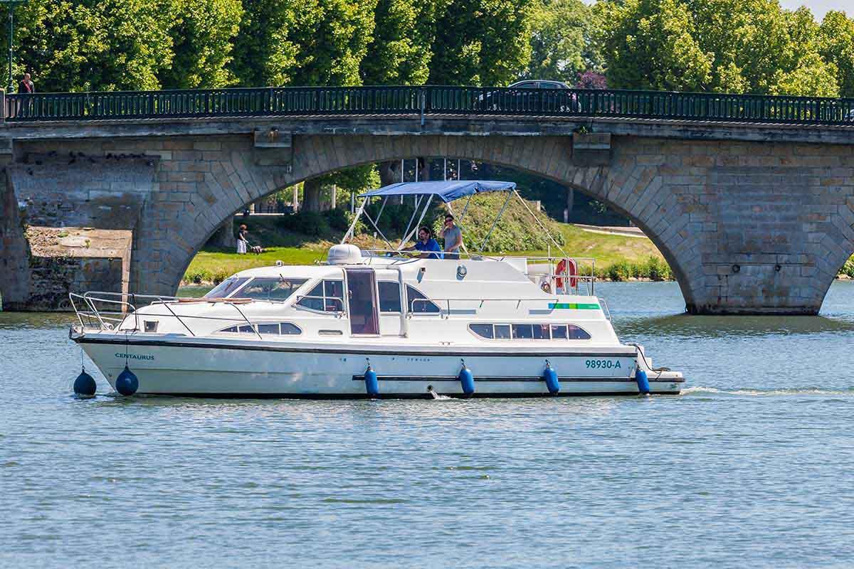 location bateau Europa 400