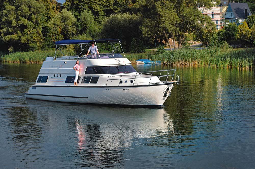 location bateau Europa 700