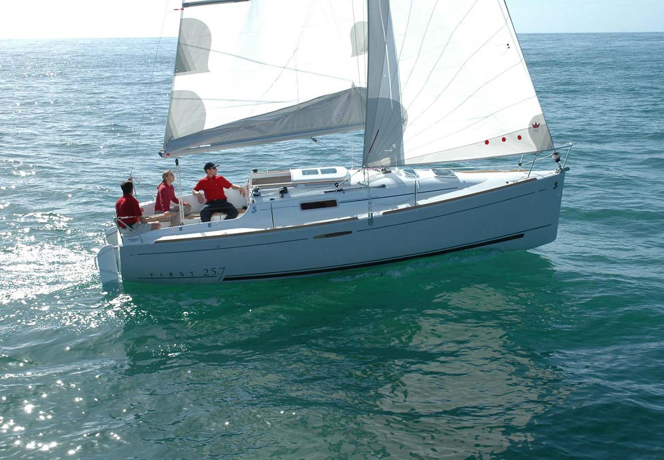 location bateau First 25.7