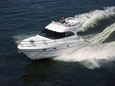 outside Galeon 330 Fly