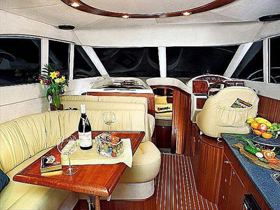 inside Galeon 330 Fly