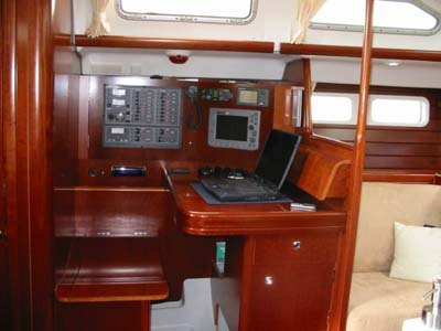 inside Oceanis 473 Commodore